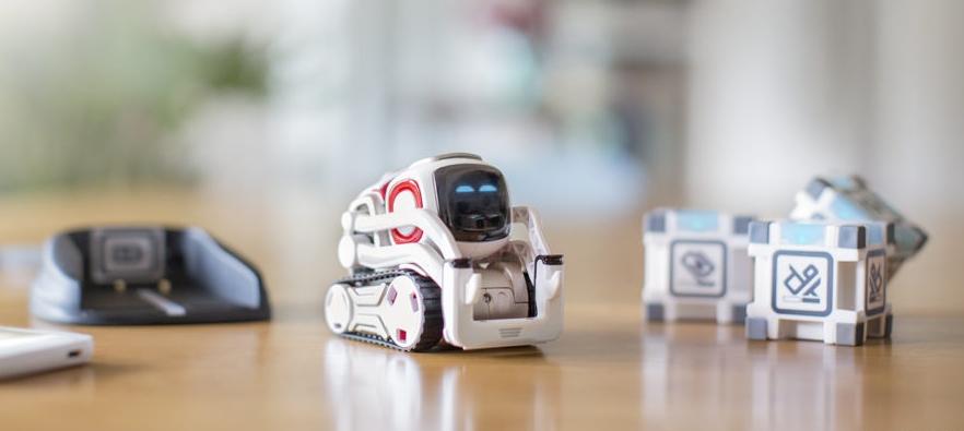 Cozmo: Ein Roboter zum Spielen, Lachen und Lernen