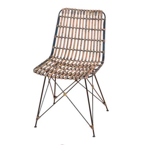 Geflochtener Stuhl (ab 150 Euro)